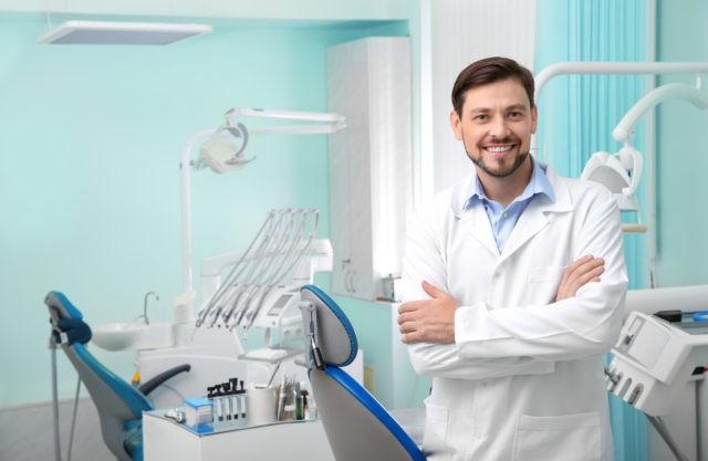 wybielanie zębów u stomatologa